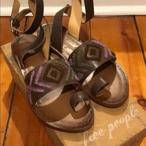 Free People Torrence Flat Sandal in Mauve
